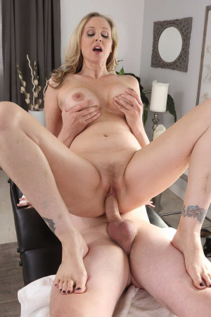 Van Wylde knows how take off the sexual tension of beauty Julia Ann